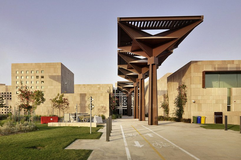 Source: https://www.designboom.com/architecture/pygmalion-karatzas-hbku-student-center-legorreta-and-legorreta-doha-10-01-2014/