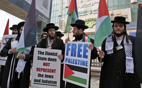 Ultra-Orthodox Jewish men, belonging to the anti-Zionist group Neturei Karta, hold placards during a protest.  (Photo/ AFP)