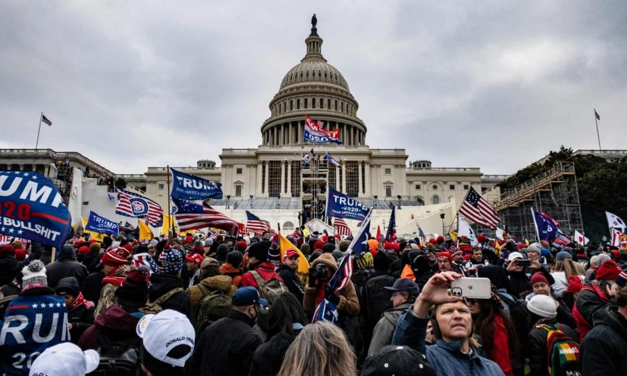 Pro-Trump mob storms the U.S. Capitol (Photo/ Getty Images)